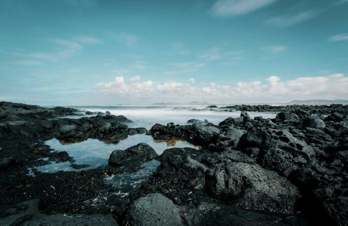 beach-cliff-cliff-coast-946351